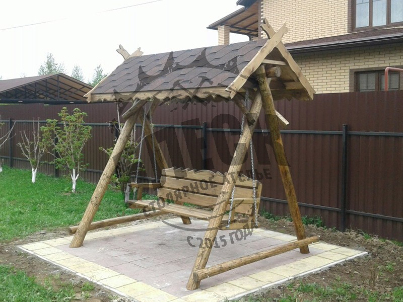 Деревянные качели в Дмитрове